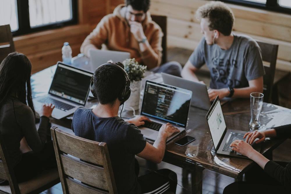 Czy warto wdrażać CRM w małych firmach?